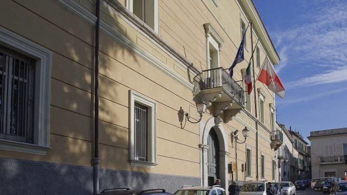 Benevento: denunciati tre uomini in possesso di quasi 5kg di botti illegali
