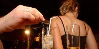 """Napoli, """"droga dello stupro"""" a Bagnoli: flaconi abbandonati su lungomare"""