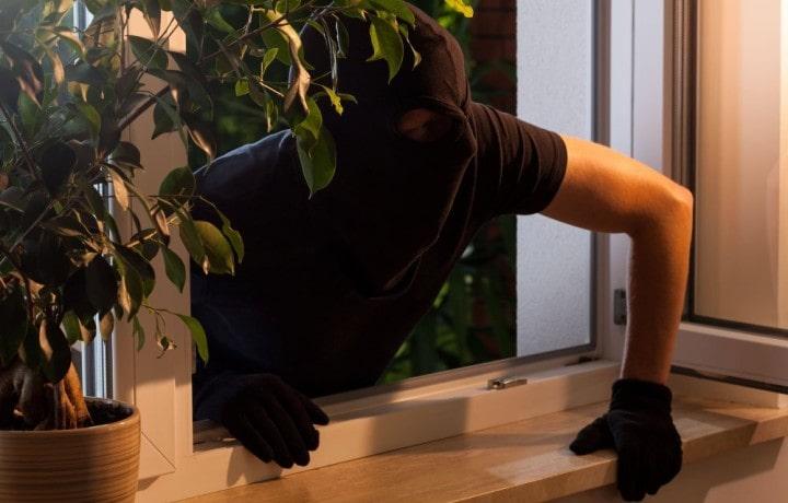 Fuorigrotta: furto in un appartamento. 25enne arrestato