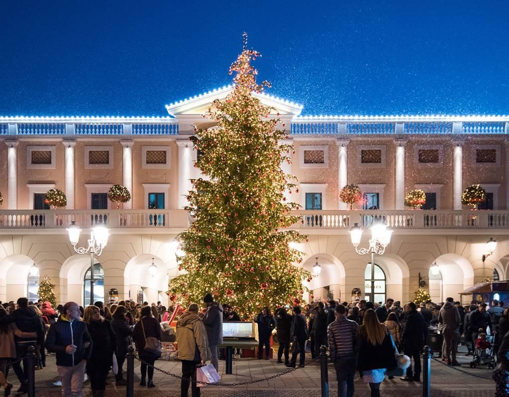 La Reggia Designer Outlet, domani si accende l'albero di Natale