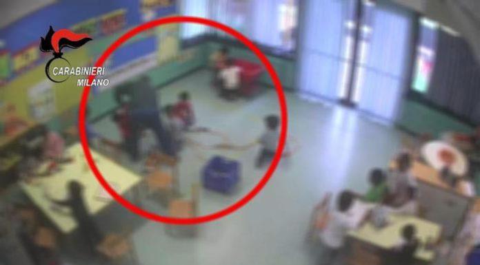 Spinte e calci ai bambini dell'asilo, maestro arrestato