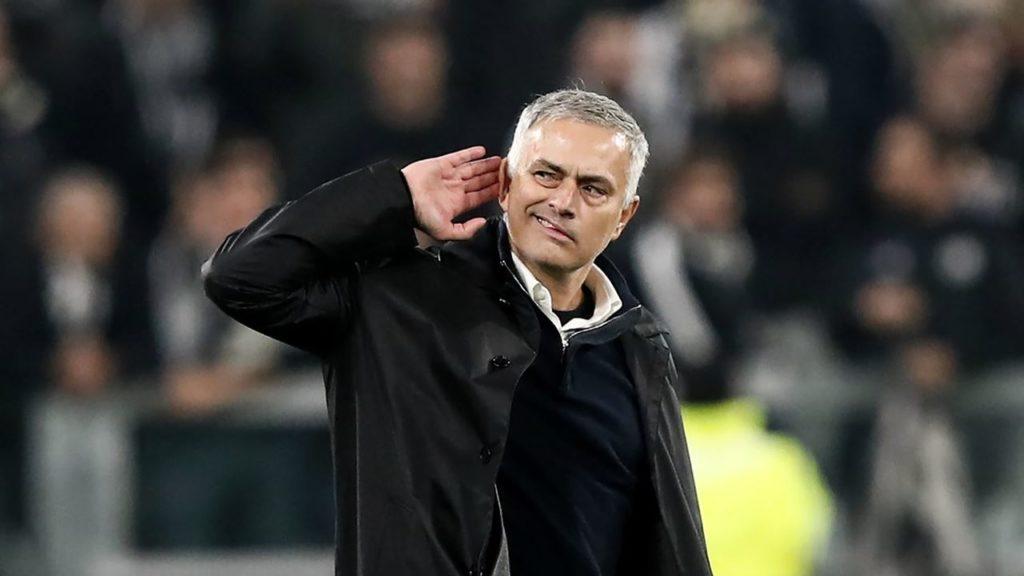 Calcio Napoli, dalla pizza ai cori contro Mourinho: due modi diversi di vivere il calcio