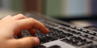 Adescava ragazzini sui social: arrestato 37enne di Bari