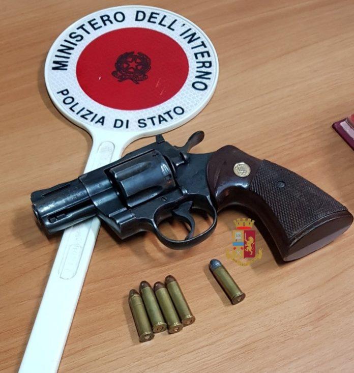 Ponticelli: giovane gira armato. Bloccato dalla polizia