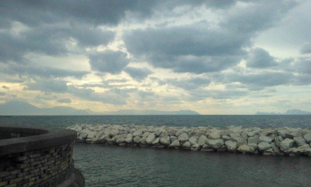 Meteo Campania, caldo in ritirata: arrivano i temporali