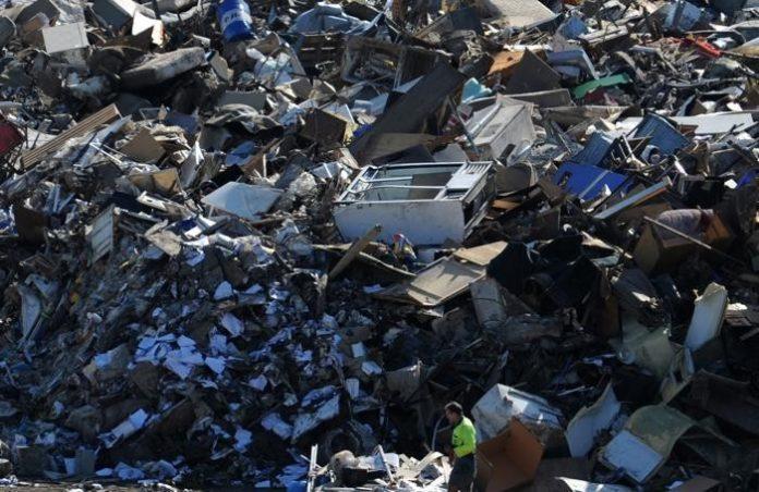 Nel territorio della Piana del Sele, i carabinieri del NOE di salerno hanno sottoposto a sequestro preventivo un'area, sita in località Spineta, adibita allo stoccaggio illecito di rifiuti speciali.