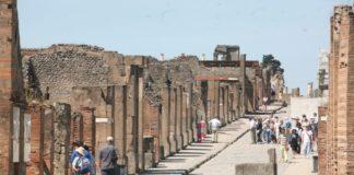 Pompei, scoperto un nuovo affresco: ecco Leda e il Cigno