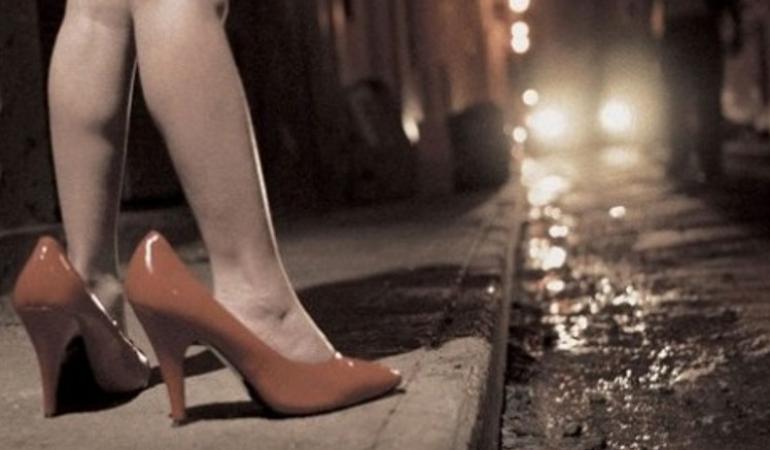 Baby prostituta di soli 15 anni sorpresa in strada a Napoli