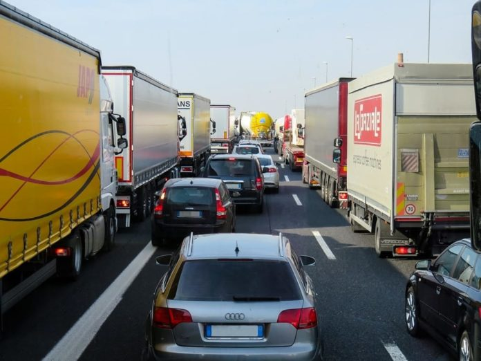 Incidente in autostrada verso Napoli. Code di 4 chilometri