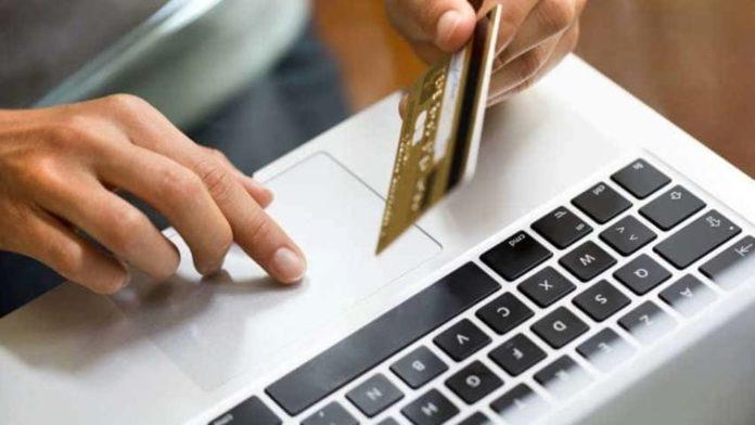 Sgominata gang che rapinava postini per clonare carte di credito