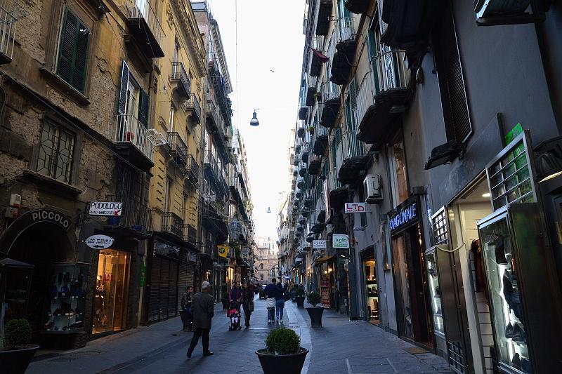 Napoli, Chiaia: controlli straordinari nella zona dei baretti