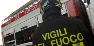 Napoli, Fuorigrotta: Vasto incendio al deposito di giocattoli di Gerardi & Fortuna
