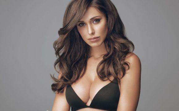 Belen su Instagram: i fan criticano lo scatto sexy in lingerie