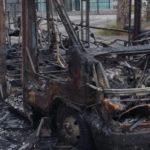 Bus Anm in fiamme a Napoli nel parcheggio davanti al Cardarelli
