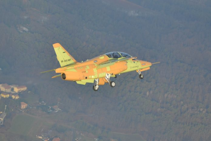 Leonardo: vola il primo M-345 prodotto in serie