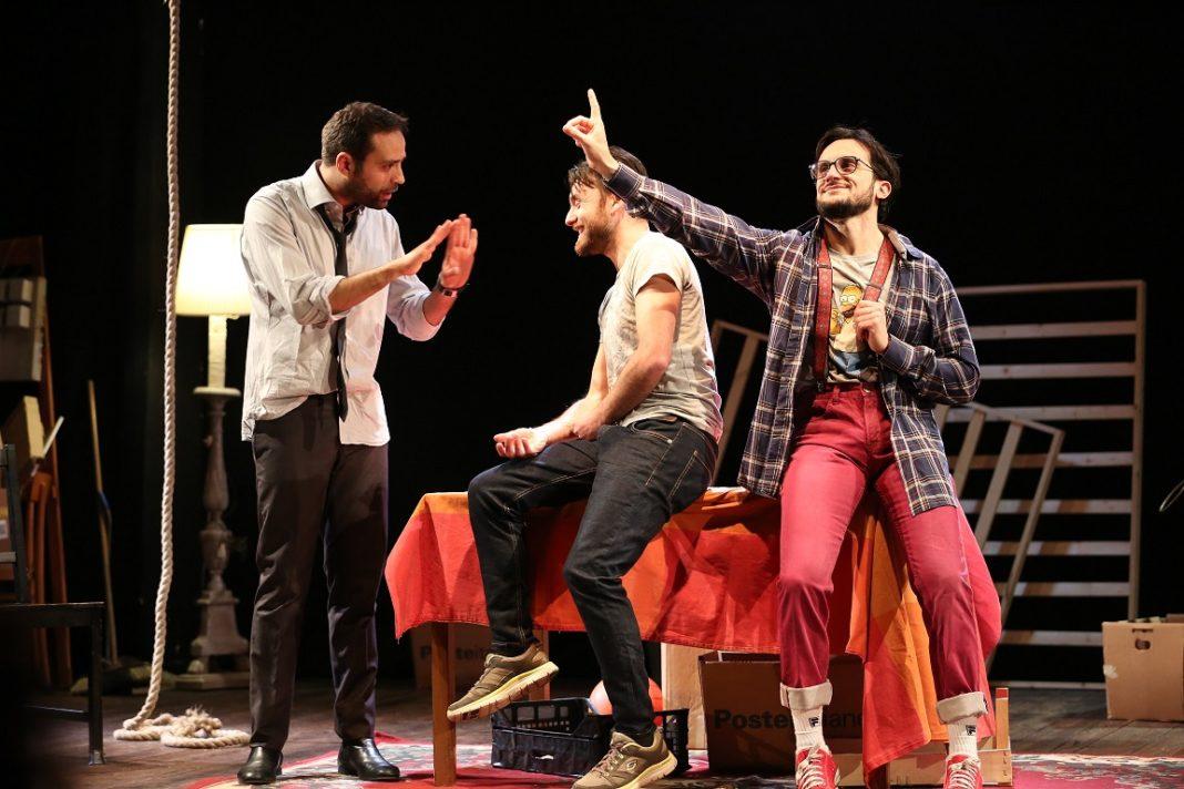 Al Teatro Scarpetta di Ponticelli in scena 'Sotto lo stesso tetto' di Luca Giacomozzi