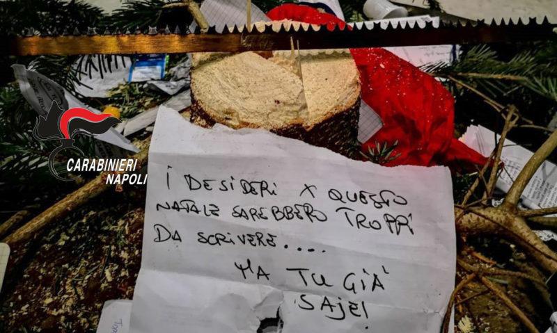Ritrovato l'albero di Natale della Galleria Umberto rubato dalla babygang