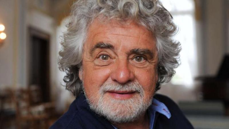 """Vincenzo De Luca contro Beppe Grillo: """"Asino geniale"""""""