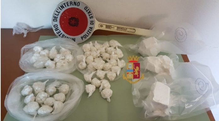 Napoli, controlli della Polizia a compro oro: sanzioni, denunce e sequestri