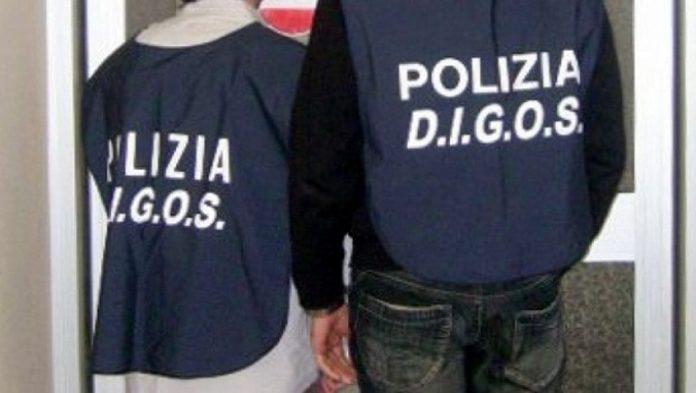 """Napoli, """"incappucciati"""" alla scuola De Nicola: indaga la Digos"""