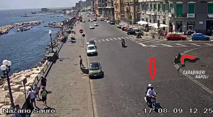Cronaca di Napoli, inseguono e arrestano rapinatori di banche e uffici postali