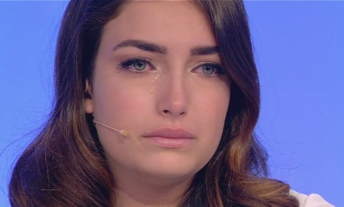 Uomini e donne, piccolo incidente domestico per Nilufar Addati