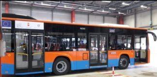 ANM, atto vandalico contro uno dei nuovi bus: distrutto lunotto posteriore