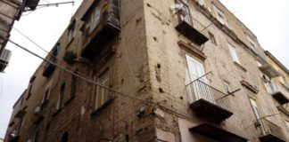 Napoli, paura nei Quartieri Spagnoli: sgomberata palazzina per rischio crolli