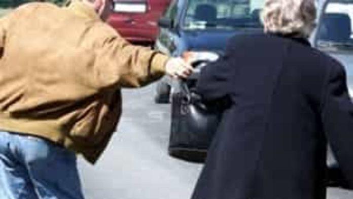 Napoli, Posillipo: Arrestato 24enne che scippava donne anziane