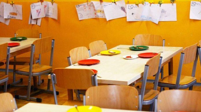 Choc alla Giacinto Gigante: topi a scuola e bimbi pranzano in aula