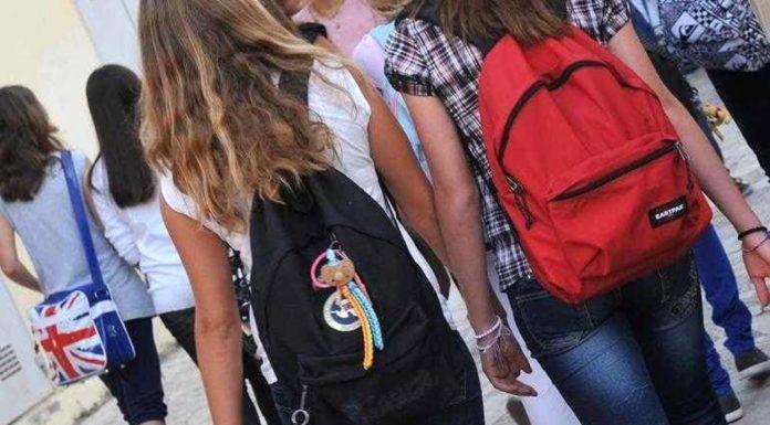 Nocera Inferiore, tentati abusi su studentesse: docente rischia processo