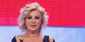 Uomini e Donne, l'opinionista Tina Cipollari commossa dal racconto di Ivan