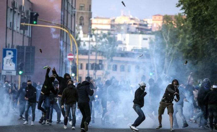 Scontri Napoli-Verona, arrestati 5 tifosi azzurri: 10 perquisizioni