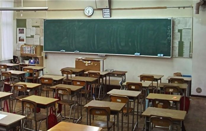 Salerno, ladri nelle scuole: hanno rubato computer e stampanti