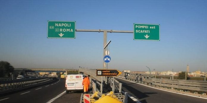 Manutenzione viadotti: chiuso un tratto della Napoli-Salerno