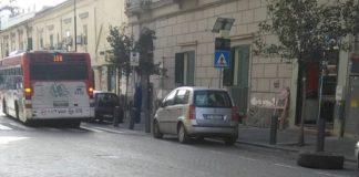 Portici, bus Anm perde una ruota durante la corsa: paura a bordo