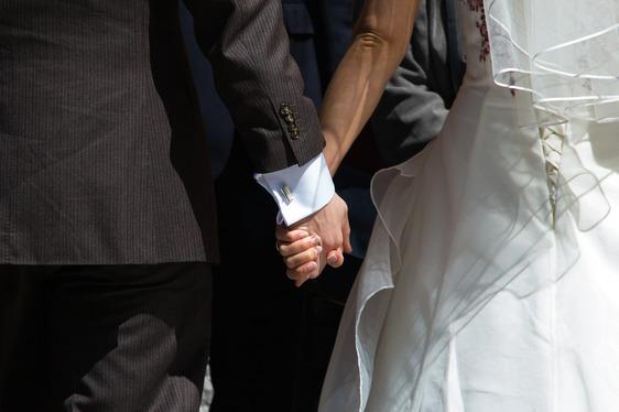Napoli, scoperto matrimonio truffa: 1000 euro per la cittadinanza
