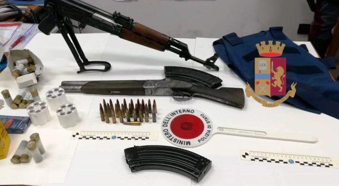 Castellammare: sequestrati droga, un kalashnikov e un fucile a canne mozze