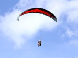 Pontecagnano, incidente col paracadute: grave un 67enne, ferita una donna