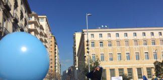 'Marea azzurra' in piazza a Napoli contro le istituzioni