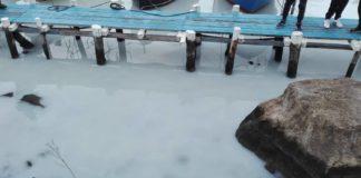 Mergellina, mare bianco a causa della vernice: individuati i responsabili