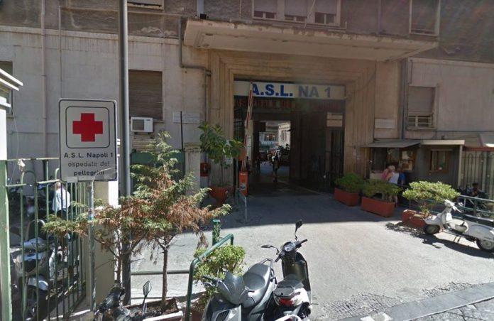 Ospedale Vecchio Pellegrini: dimessa per un mal di pancia, muore
