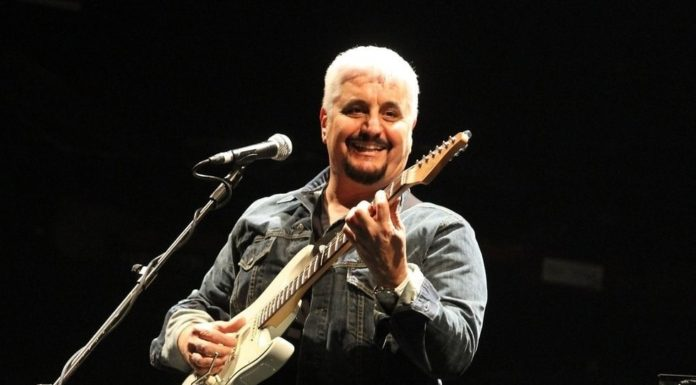 """""""Je sto vicino a te"""", torna il grande concerto dedicato a Pino Daniele"""