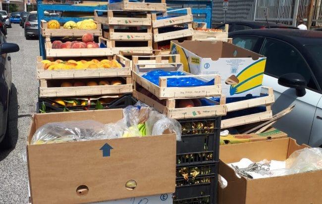 Fuorigrotta, blitz a mercatino della frutta: sequestrati 22 quintali di merce