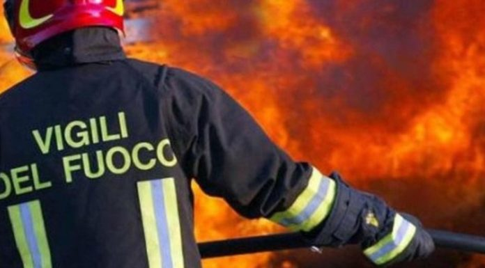 San Valentino Torio: 5 mezzi distrutti da un incendio in un parcheggio
