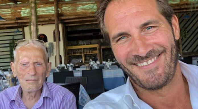 Maurizio Aiello, l'attore di Un Posto al Sole, racconta il suo recente lutto al programma Vieni Da Me, condotto dalla Balivo. E' morto lo zio malato da tempo di SLA.