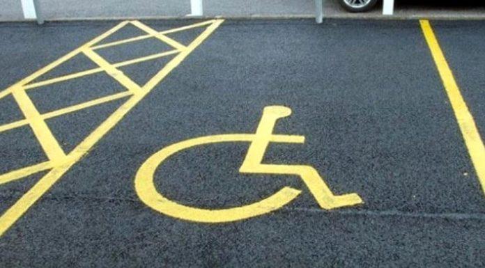 Salerno, auto in sosta con pass di disabili defunti: in 40 nel mirino
