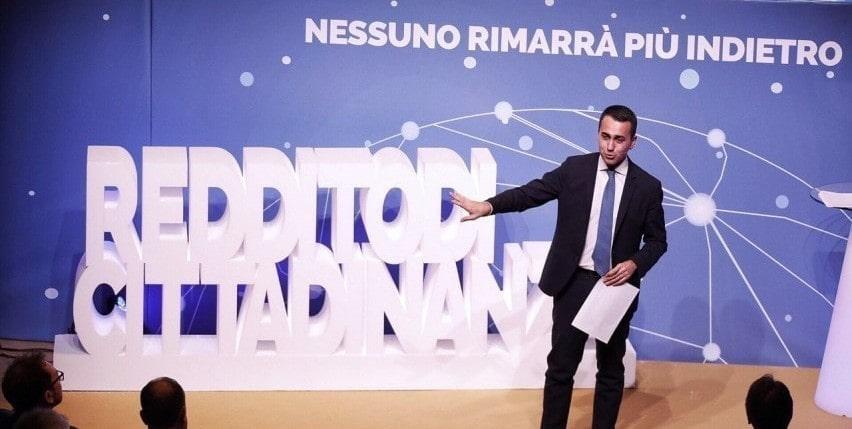 Reddito di cittadinanza, partenza soft a Napoli: poca ressa alle Poste