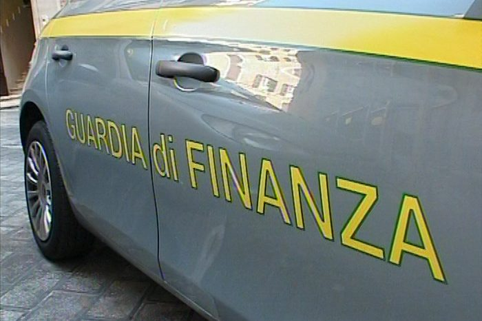 Camorra, imprenditore abusivo agevolava i clan: sequestrati 300 milioni