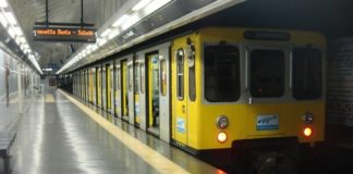 Napoli, Linea 1 Metropolitana: una chat con foto per segnalare i borseggiatori